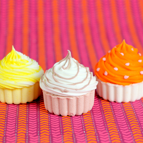 3 Bath Fizzy Cupcake variations you can make with this kit.